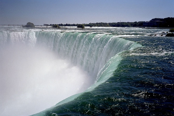 water flows over Horseshoe Falls